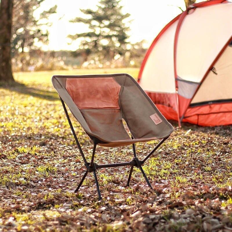 chaise-et-tente-de-camping