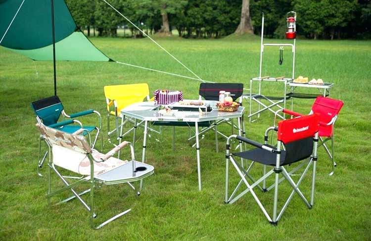 table-de-camping-avec-chaises