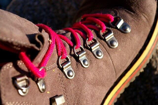 lacets-chaussures-de-randonnee