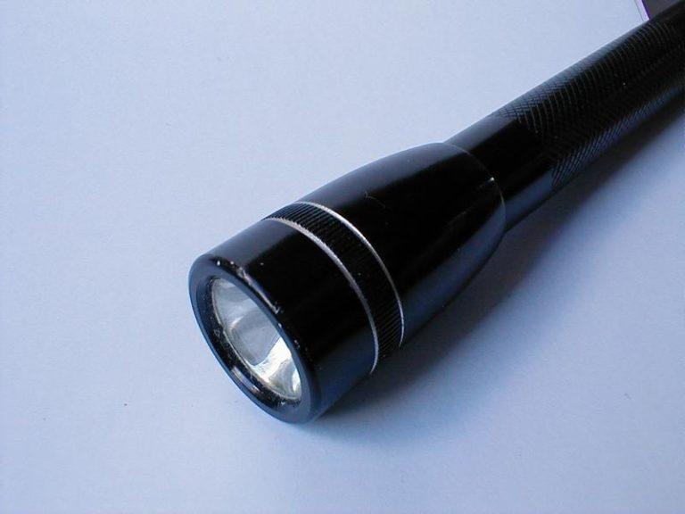 Longue portée Rechargeable Lampe De Poche 2000 LM torche Haute Puissance DEL police armée