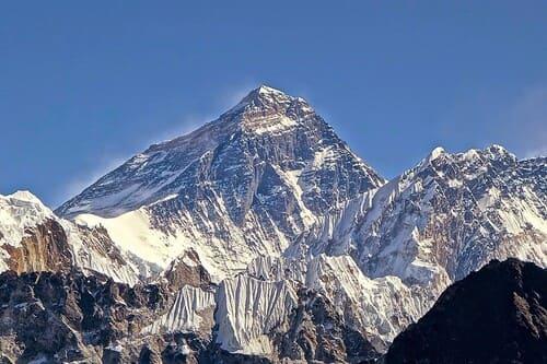 Everest-montagnes-plus-difficiles-a-escalader-dans-le-monde
