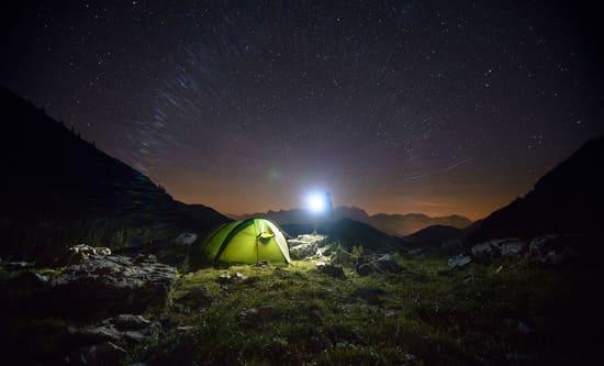 Noubliez-pas-demporter-des-gants-de-trekking-et-une-lampe-torche-electrique