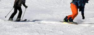 Les-differences-entre-les-bottes-de-ski-et-les-bottes-de-snowboard